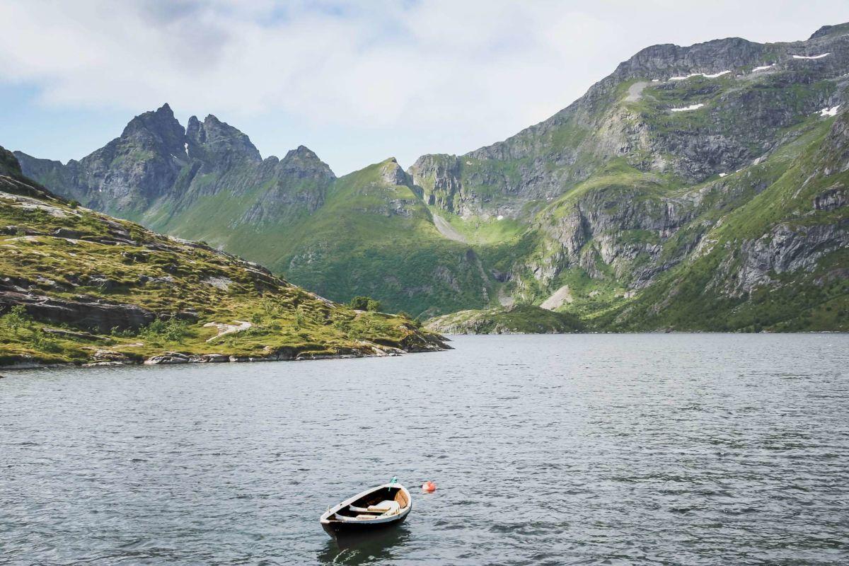 lofoten-reisezeit-ahoi-adventures-a-fischerboot