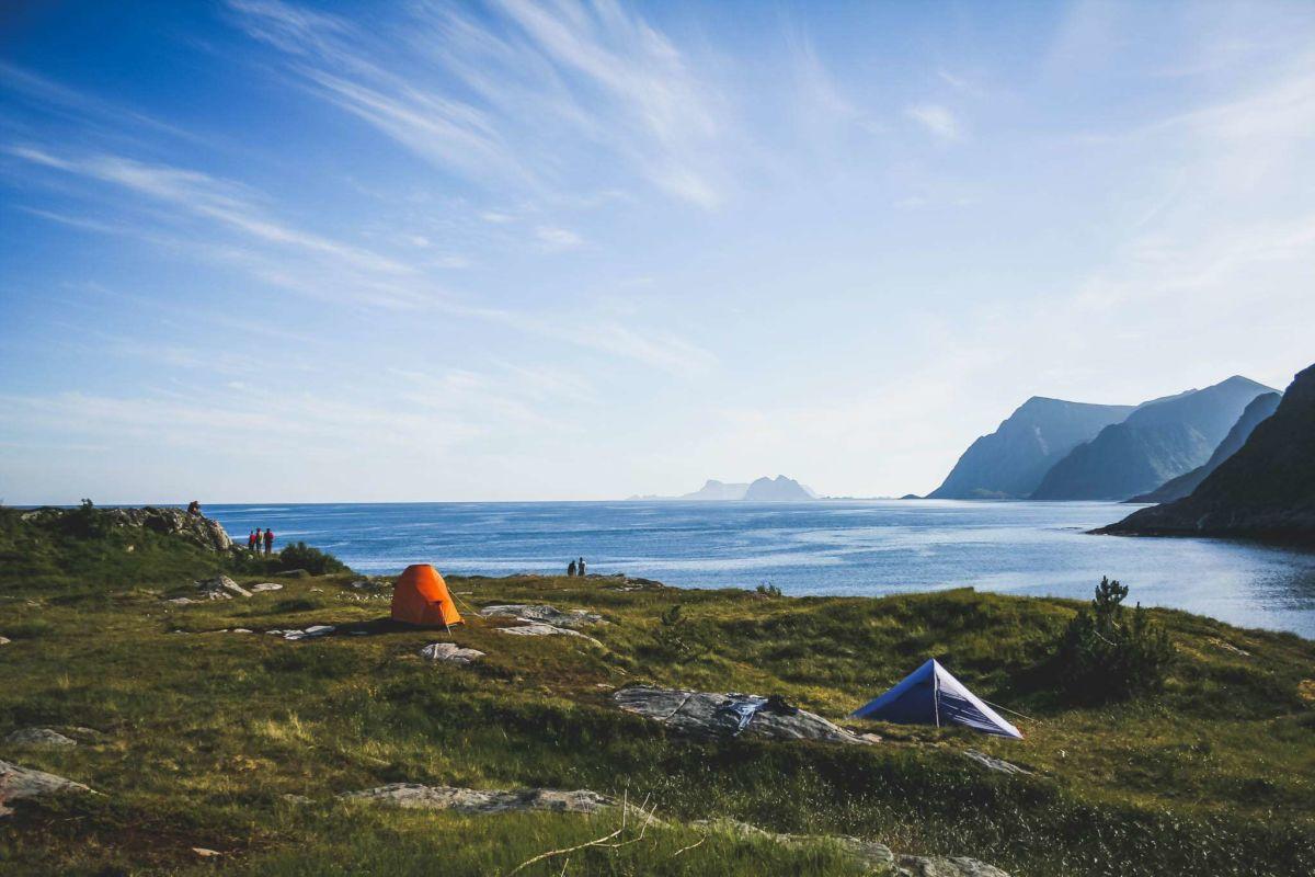An der südlichsten Spitze von Moskenesøy - Blick auf die Insel Værøya