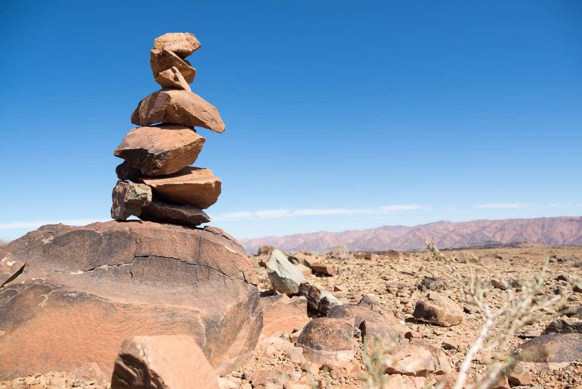 Steintürmchen bauen im Atlasgebirge - soviel Zeit muss sein