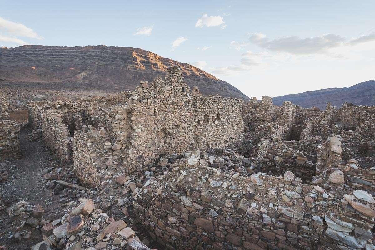 Erkundung einer alten Siedlung