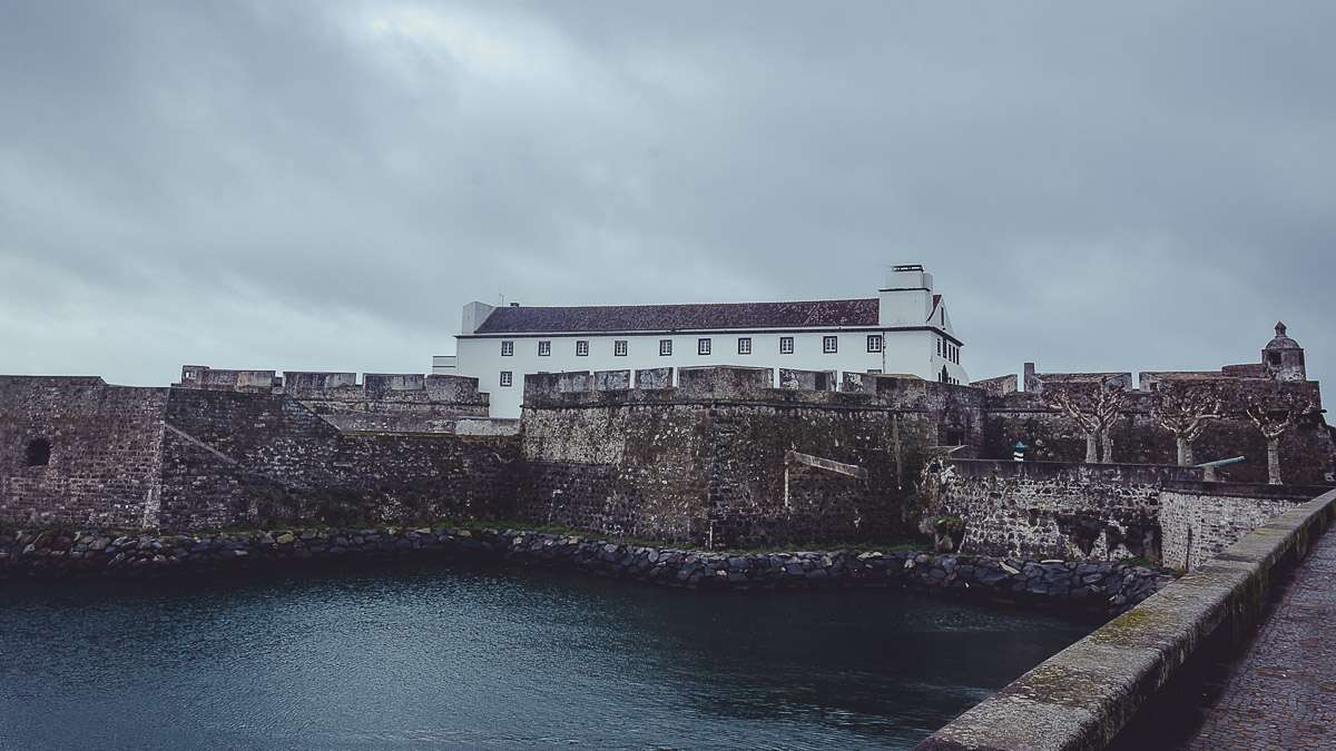 Die Forte de Sao Bras mit dem Museu Militar dos Açores.