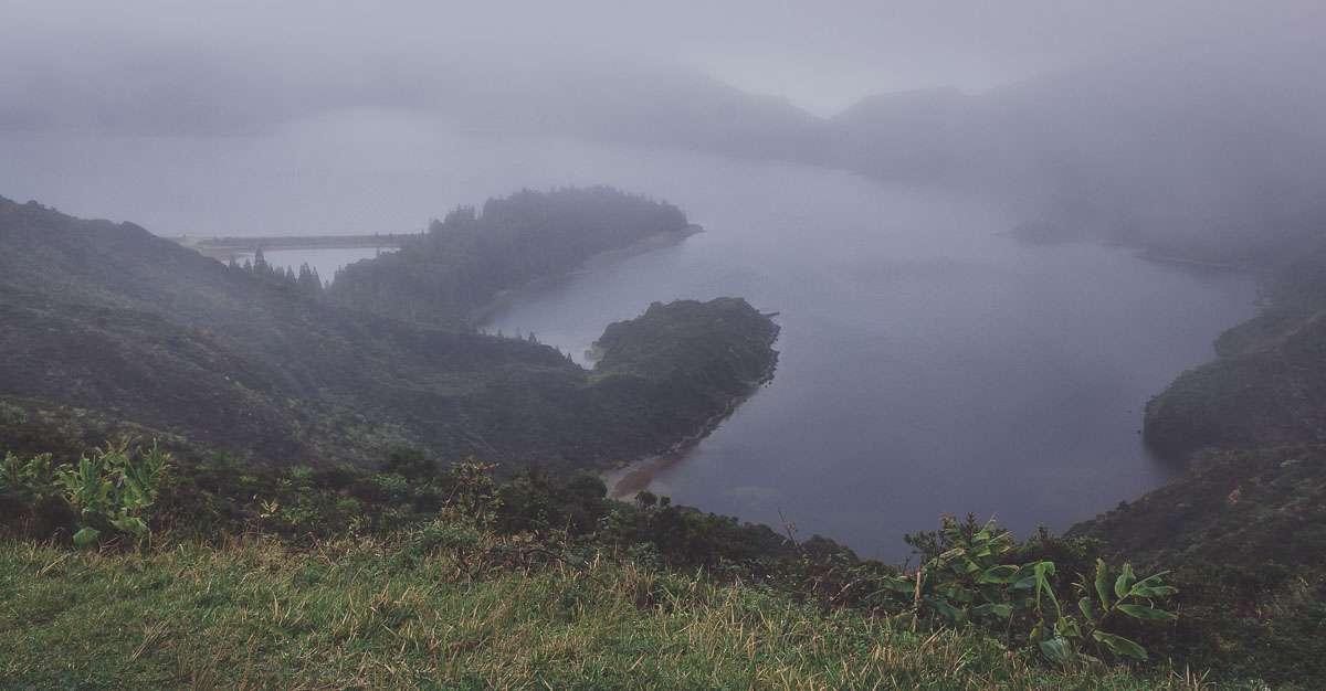 Der Lagoa do Fogo im Nebel...wie passend.