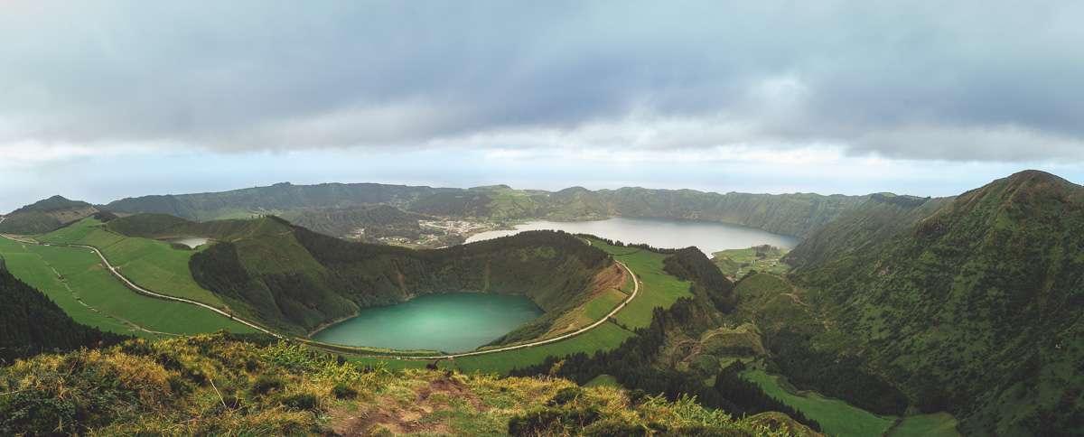 Der Miradouro Lagoa do Canario auf Sao Miguel.