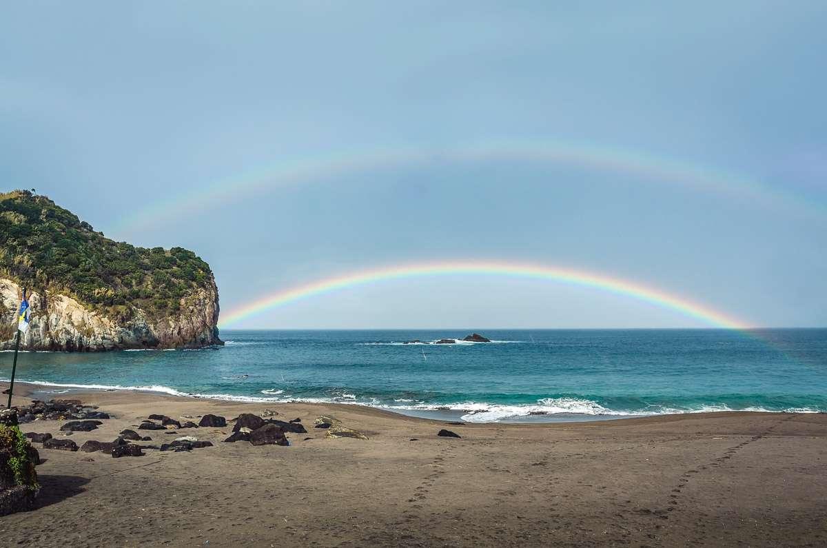 Der erste doppelte Regenbogen am Praia dos Moinhos.