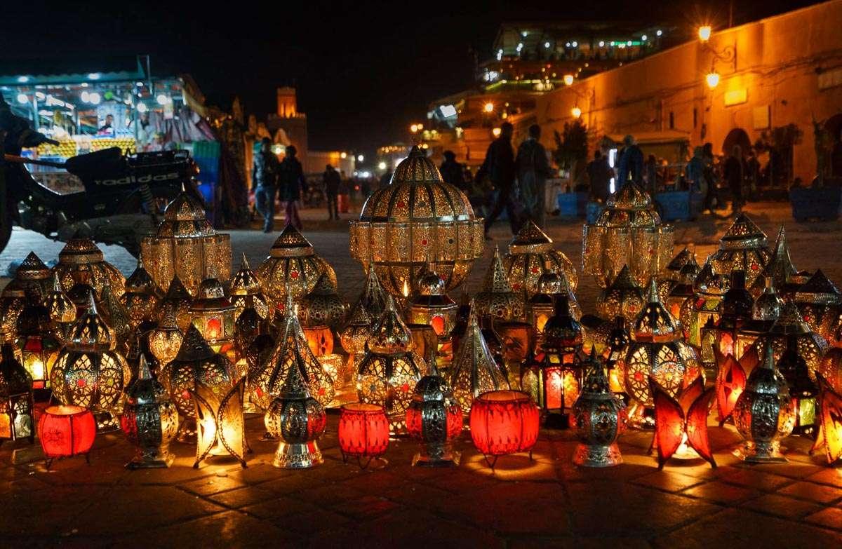 Lampen auf dem Djemma el Fna in Marrakesch