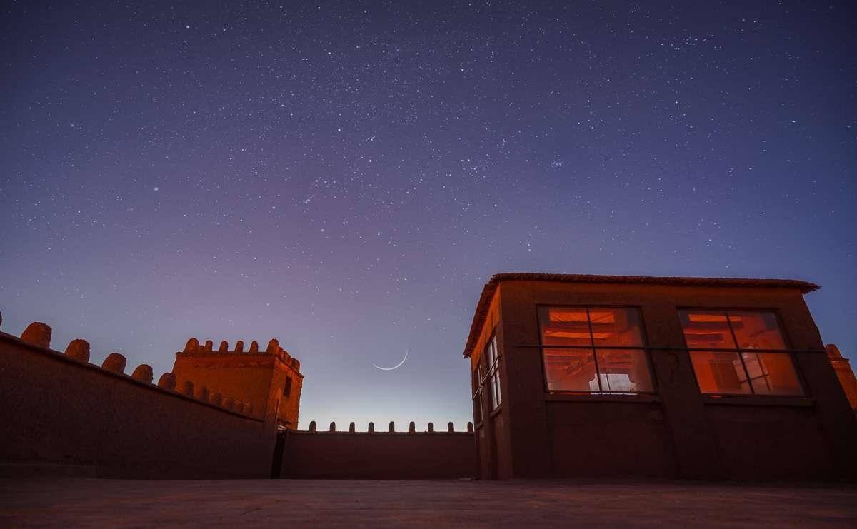 Sichelmond auf dem Dach der Kasbah Tombouctou