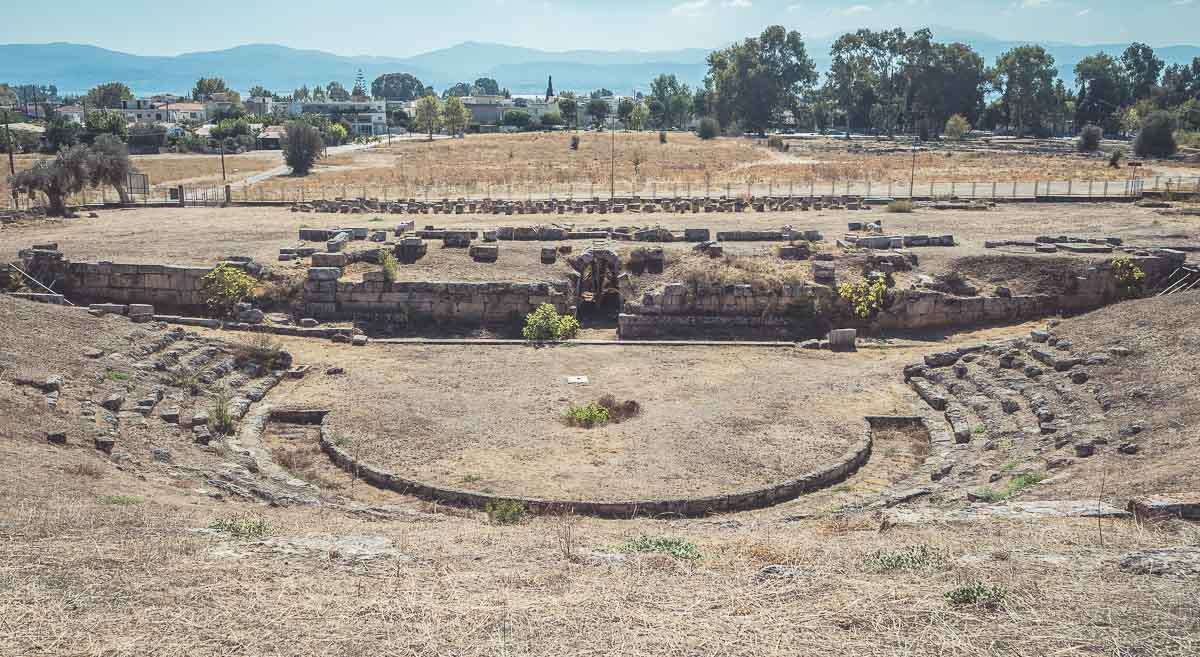 eretria-antikes-theater-euböa-griechenland-reisebericht-ahoi-adventures