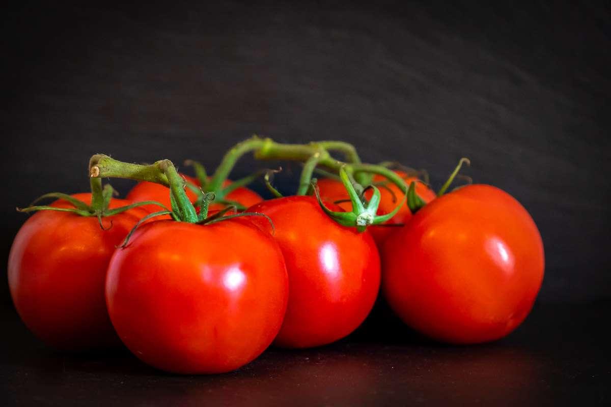 tomaten-frisch-gesund-lecker-vegane-lebensmittel-liste-ahoi-adventures