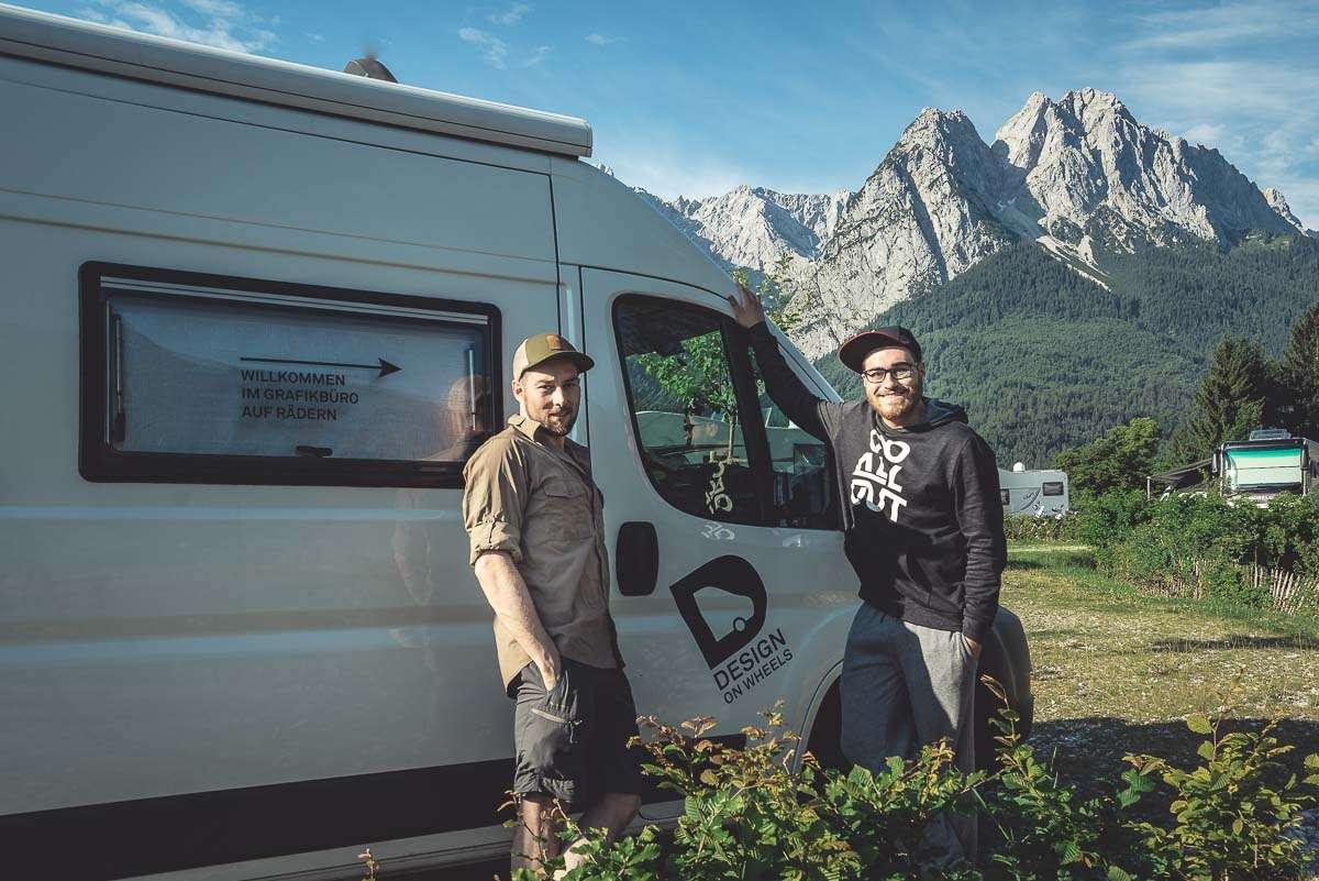 Zugspitze - Adrian und Alex auf dem Roadtrip um die Alpen