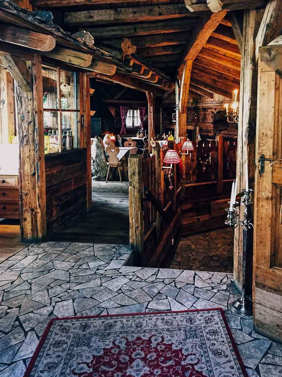 Bar und Restaurant im Helmhotel