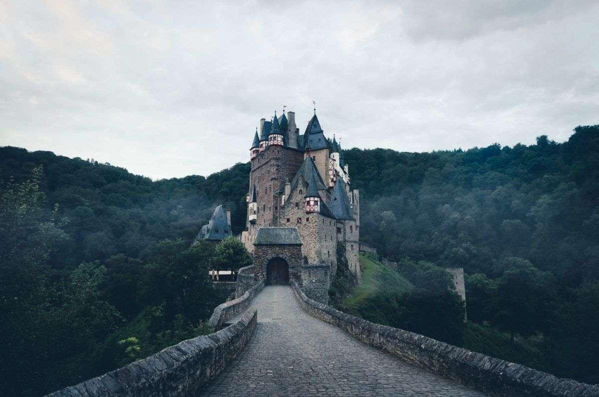 Burg Eltz im Nebel